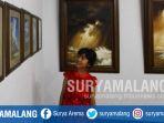 puluhan-lukisan-karya-tri-iswahyudi-atau-yudi-pelaut-dipamerkan-di-galeri-raos-kota-batu_20180702_195113.jpg