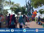 puluhan-pengunjung-memadati-taman-suroboyo-di-surabaya.jpg