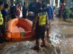 puluhan-rumah-terendam-banjir-akibat-tanggul-jebol-di-sungai-bendokrosok-banyakan-kabupaten-kediri.jpg