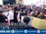 ratusan-mahasiswa-demonstrasi-di-gedung-dprd-kabupaten-pasuruan.jpg
