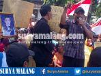 ratusan-warga-semampir-kembali-unjuk-rasa-ke-kantor-balai-kota-kediri_20161125_171857.jpg
