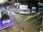 rekaman-cctv-kecelakaan-di-simpang-empat-masjid-al-muslimun-tulungagung.jpg