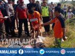 rekonstruksi-kasus-pembunuhan-etika-fahrunisa-di-desa-pandantoyo-kertosono-nganjuk_20180908_152448.jpg