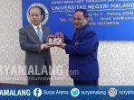 rektor-um-prof-dr-ah-rofiuddin-mpd-kanan.jpg