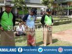 rektor-unisma-balap-karung_20170817_144323.jpg