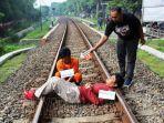 rel-kereta-api-desa-ketanon-kecamatan-kedungwaru-kabupaten-tulungagung.jpg