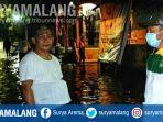 relawan-gus-ipul-mas-adi-turun-langsung-membantu-warga-korban-banjir-di-kota-pasuruan.jpg