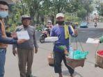 relawan-puan-maharani-bagikan-nasi-kotak.jpg