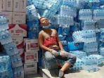 remaja-bantu-korban-banjir-di-tiongkok_20170815_104806.jpg