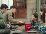 ri-jung-hyuk-memasak-daging-untuk-yoon-se-ri-dan-rekan-satu-divisi-lainnya.jpg