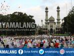 ribuan-umat-islam-melakukan-salat-idul-adha-1439-h-di-masjid-agung-jamik-kota-malang_20180822_133745.jpg