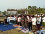 ribuan-warga-desa-kedungsalam-kecamatan-donomulyo-kabupaten-malang-salat-istiqa.jpg