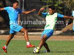 rivaldi-bawuo-striker-arema-fc_20180927_195824.jpg