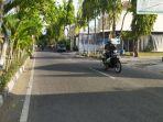 ruas-jalan-dalam-kota-terpantau-sepi-dari-mobilitas-warga-selaman-ppkm-darurat-di-lamongan.jpg