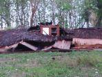 rumah-rusak-berat-akibat-diterjang-hujan-deras-disertai-puting-beliung-di-bojonegoro.jpg