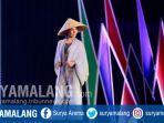 salah-satu-busana-karya-desainer-lokal-yang-ditampilkan-dalam-fashion-show-banyuwangi.jpg
