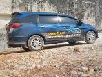salah-satu-mobil-peserta-tire-trial-tour-di-bukit-jaddih_20180922_130730.jpg