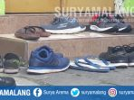 sandal-jepit-biru-pojok-kanan-merupakan-sandal-baru-penyidik-kpk_20180322_093445.jpg