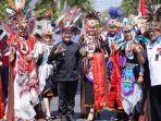 sebanyak-3000-pelajar-smp-sma-se-banyuwangi-mengikuti-karnaval-kebangsaan.jpg