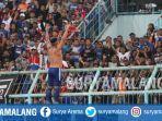 selebrasi-robert-lima-guimaraes-arema-fc-vs-timnas-u-22-indonesia-di-stadion-kanjuruhan-malang.jpg