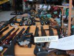 senjata-rakitan-ilegal-yang-disita-anggota-polda-jatim-di-lumajang.jpg