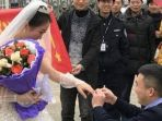 sepasang-kekasih-di-china-lamaran-tunangan-di-penjara_20180208_153645.jpg