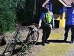 sepeda-di-mulut-jalan-menuju-sungai-brantas-desa-boro-kecamatan-kedungwaru-tulungagung.jpg