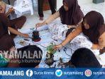 siswa-belajar-membatik-di-sma-islam-nusantara-kota-malang_20171119_175545.jpg
