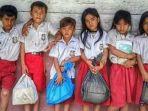 siswa-dan-siswi-sd-negeri-no074074-pulau-bawa-kecamatan-sirombu_20170315_153107.jpg