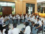 siswa-smk-widyagama-berkumpul-di-aula-sebelum-ujian_20170404_155809.jpg