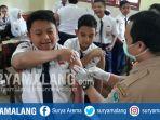 siswa-smpn-20-kota-malang-ikut-imunisasi-vaksin-mr-selasa-182017_20170801_134114.jpg