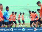 skuat-arema-fc-dalam-latihan-di-stadion-gajayana-malang_20170905_202431.jpg
