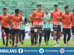 skuat-arema-fc-dalam-latihan-stadion-gajayana-malang_20180103_195627.jpg