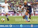 striker-arema-fc-rivaldi-bawuo-dan-persela-lamongan-birul-w-di-stadion-kanjuruhan-malang_20180707_164520.jpg