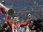 striker-atletico-madrid-fernando-torres-mengangkat-trofi-liga-europa_20180517_153830.jpg