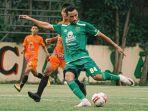striker-persebaya-jose-wilkson-teixeira-dalam-aga-uji-coba-melawan-malang-united.jpg