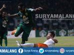 striker-persebaya-surabaya-ricky-kayame-tengah-saat-menghadapi-borneo-fc-sabtu-13102018_20181015_132951.jpg
