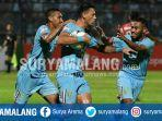 striker-persela-alex-dos-santos.jpg