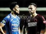 striker-persib-bandung-jonathan-bauman-kiri-dan-gelandang-psm-makassar-marc-klok_20180719_141709.jpg