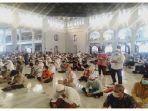 suasana-masjid-al-akbar-nasional-surabaya-saat-solat-jumat.jpg