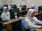 suasana-unbk-di-mts-al-huda-kota-malang-saat-pelajaran-matematika_20180424_115309.jpg