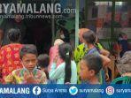 suasana-warga-di-tempat-pengungsian-korban-banjir-di-kabupaten-jombang.jpg