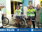 sugeng-trihartono-bersama-para-pebalap-sepeda-jatim-di-cikole-bandung_20160915_213830.jpg