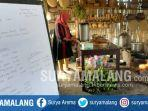 suharti-mempersiapkan-masakan-untuk-pengunjung-di-dapur-kafe-ubi-di-desa-pandanrejo.jpg