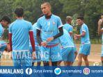 sunarto-bergabung-latihan-arema-fc-di-lapangan-dirgantara-pakis-kabupaten-malang_20180807_145444.jpg