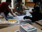 surat-suara-yang-telah-dilipat-oleh-petugas-kpu-kota-malang-jelang-pemilu-2019.jpg