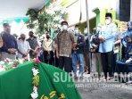 sutiaji-takziah-di-rumah-rektor-itn-malang-almarhum-prof-dr-ir-kustamar-mt.jpg