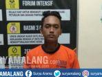 tersangka-pencurian-sepeda-motor-saat-digelandang-ke-polsek-kromengan-kabupaten-malang_20181016_202538.jpg
