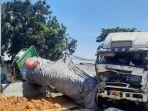 tiga-truk-kecelakaan-karambol-di-jembatan-sembayat-kecamatan-manyar-gresik.jpg