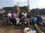 tim-pkm-m-universitas-brawijaya-malang-bersama-warga-kelurahan-kedungkandang-kota-malang_20180717_214349.jpg